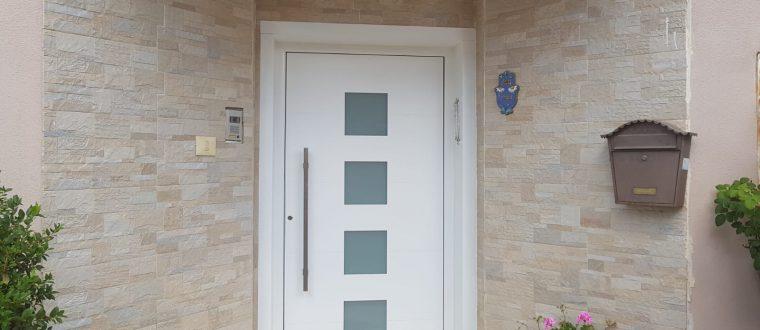 דלת דגם TLS 75 עם חיפוי משקוף מאלומיניום, נתניה